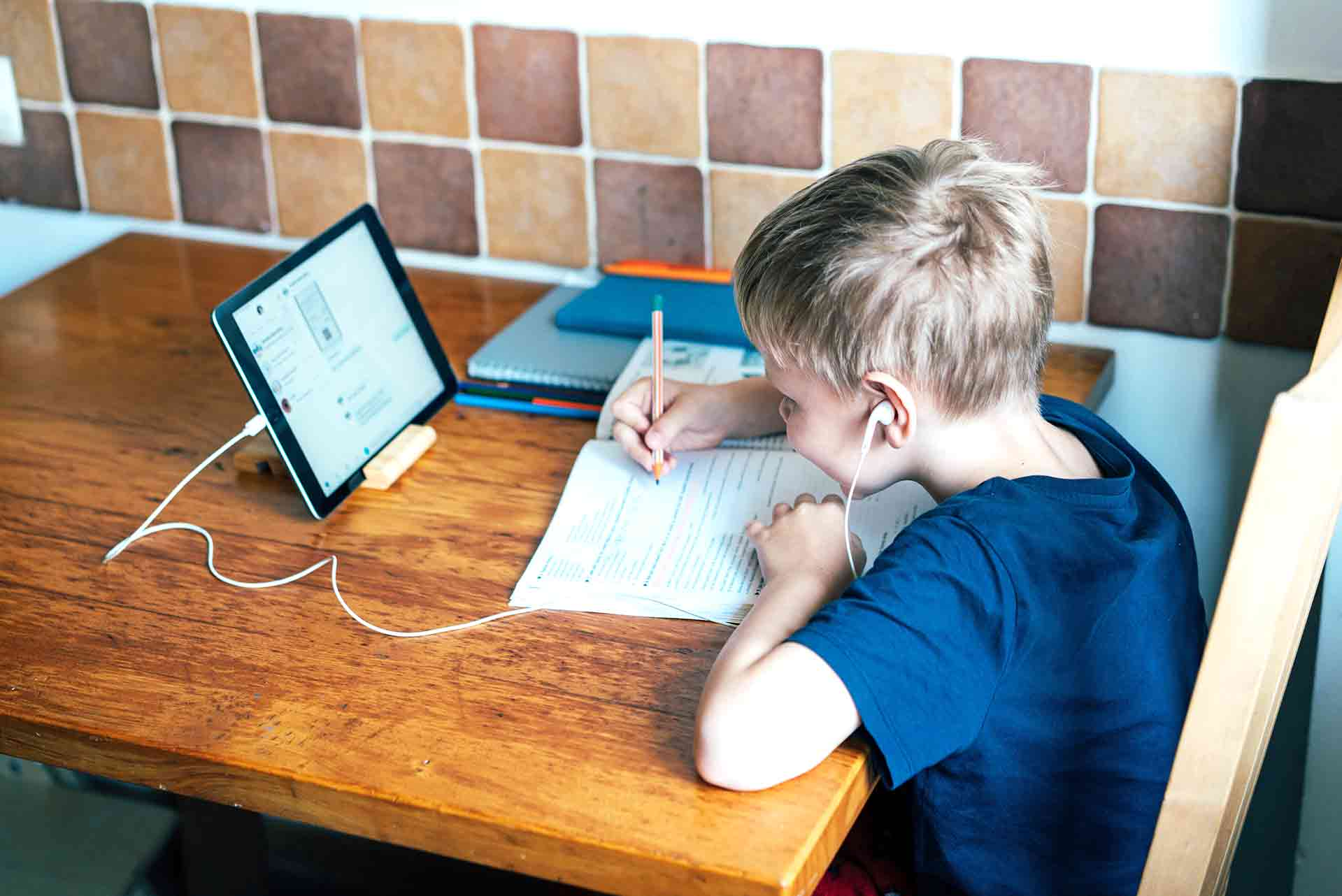 Online Distance Learning For Primary School Children In Gloucestershire